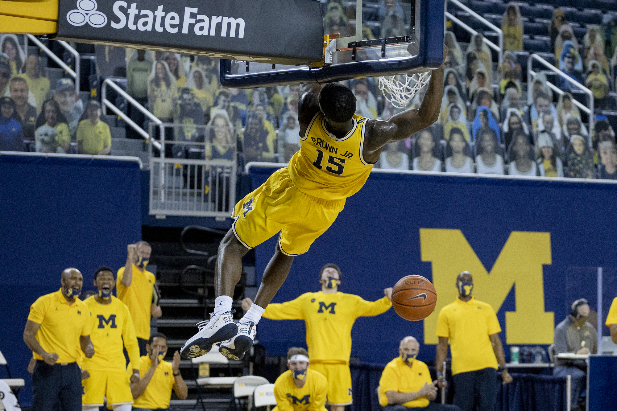Michigan routs Northwestern in top-20 matchup
