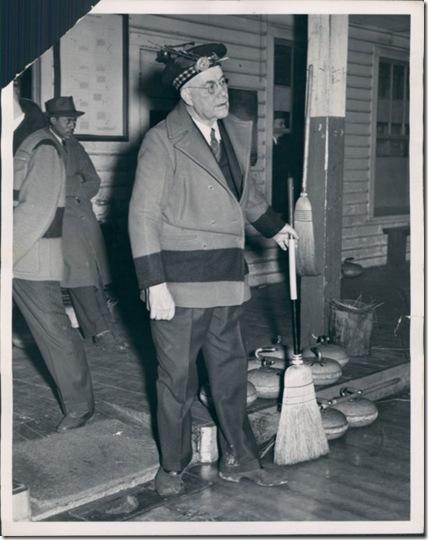 1940Yostcurling