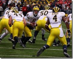 20081122_Nick_Sheridan_hands_to_Brandon_Minor_against_Ohio_State