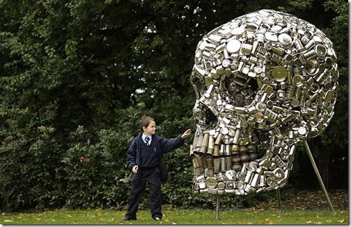 skull-sculpture-very-hungry-god