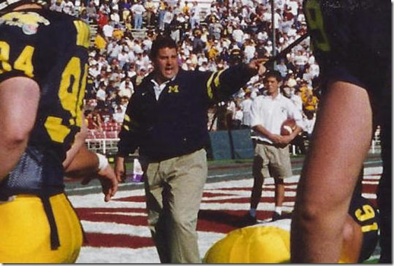 Hoke_points_at_stuff3