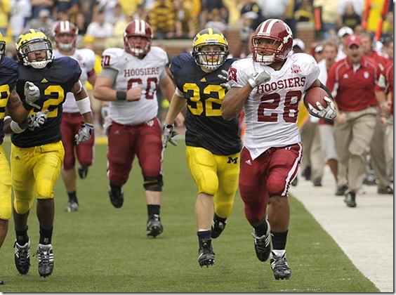 (CAPTION INFORMATION)Indiana's Darius Willis runs 90 yards for a fourth quarter touchdown.        Photos are of the University of Michigan vs. Indiana University at Michigan Stadium in Ann Arbor, September 26, 2009.  (The Detroit News / David Guralnick)