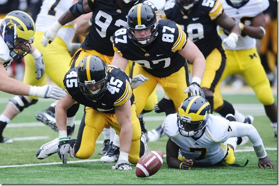 devin-gardner-fumble-iowa