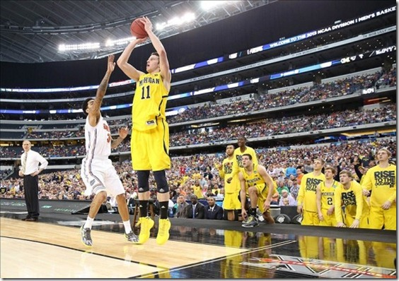 nik-stauskas-michigan-wolverines-behind-the-back-pass-570x401