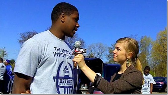 dm_120409_2014_DE_Malik_McDowell_talks_with_WolvNation[1]
