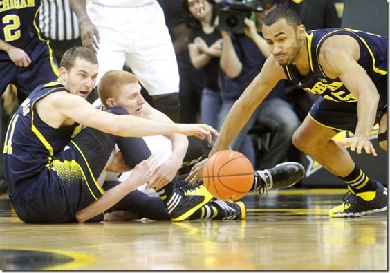 Nik Stauskas Michigan v Iowa qgim_QkckMdl[1]