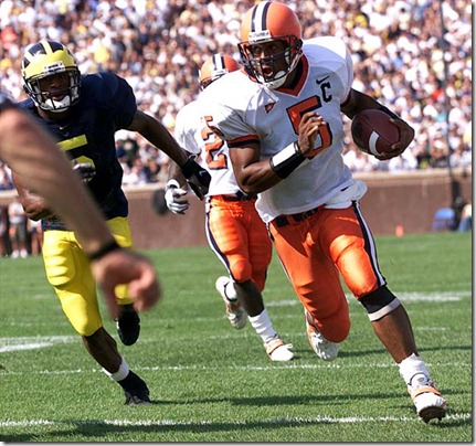 0912 MICH2 PHOTO 3 SPORTS 1998Photo By Frank Ordoñez/ SU's Donovan Mcnabb runs for a 11 yard gain that set up SU's first touchdown in the 1st quarter.
