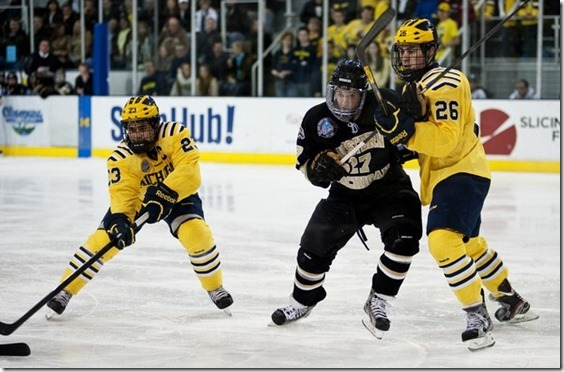 12152012_SPT_UM_Western_Hockey_DJB_0340_display[1]