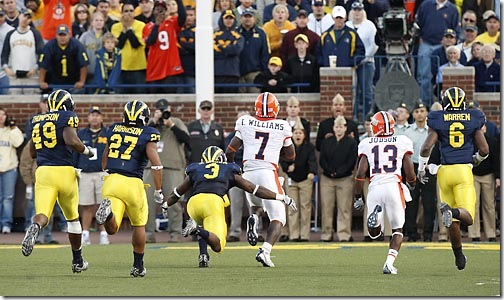 (caption) Illinois quarterback Juice Williams (7) takes off for a 50-yard gain to set up his own touchdown late in the fourth quarter. Michigan safety Stevie Brown (3) caught him on the 2-yard line. *** Illinois defeats Michigan 45-20, helped along by Michigan turnovers and penalties. The Wolverines drop to 2-3 on the season. *** The Michigan Wolverines host the Fighting Illini of the University of Illinois at Michigan Stadium in Ann Arbor. Photos taken on Saturday, October 4, 2008.  ( John T. Greilick / The Detroit News )
