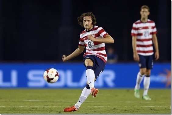hi-res-175070472-mix-diskerud-of-the-usa-passes-the-ball-against_crop_exact[1]