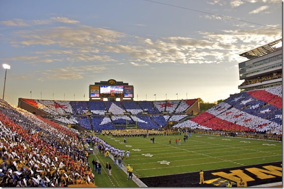 kinnick-stadium-patriotic-card-stunt-south-stands