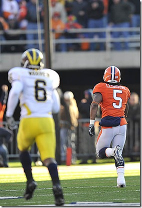 (caption) Illinois running back Mikel LeShoure (5) runs away from Michigan cornerback Donovan Warren (6) and the Wolverines defense for a long touchdown run to cap a 99-yard drive by the Illini after they stopped the Wolverines on a goal-line stand early in the third quarter. The touchdown and extra point gave the Illini a 14-13 lead and they never looked back, scoring 31 unanswered points in the second half to hand the Wolverines their fourth consecutive Big Ten loss.  *** After a goal-line stand by the Fighting Illini early in the third quarter, they scored 31 unanswered points to trounce the Michigan Wolverines 38-13 at Memorial Stadium in Champaign, Illinois on Halloween. Photos taken on Saturday, October 31, 2009.   ( John T. Greilick / The Detroit News )